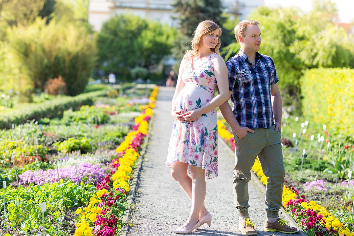 W jeden z bardzo upalnych dni tej wiosny, miałam przyjemność kolejny raz udać się do ogrodu botanicznego. Tym razem wykonywałam tam sesje ciążową