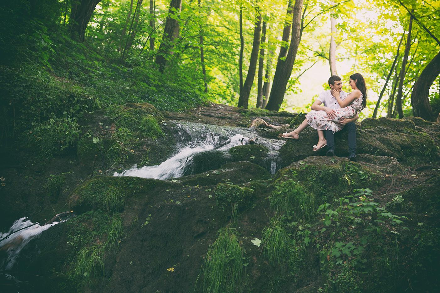 Sesja zdjęciowa odbyła się w Dolinie Racławki. Bardzo ciekawe miejsce na zdjęcia. Dużo pięknych drzew i pomosty nad Potokiem Racławki.