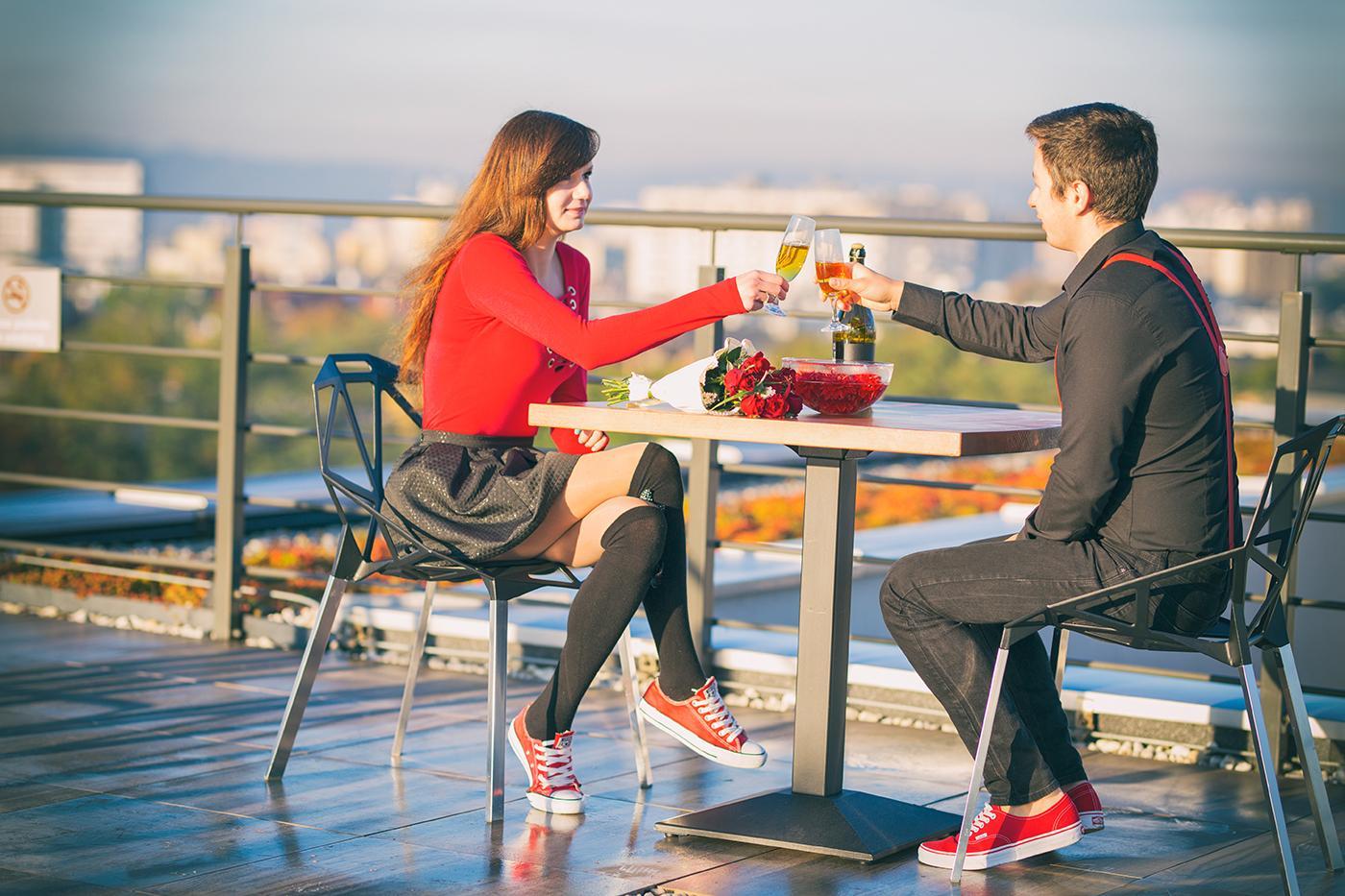 Pierwsza sesja w nowym miejscu na romantyczne sesje zdjęciowe. Przepiękne miejsce o którym mowa, to dach z widokiem na Kraków i Tatry.