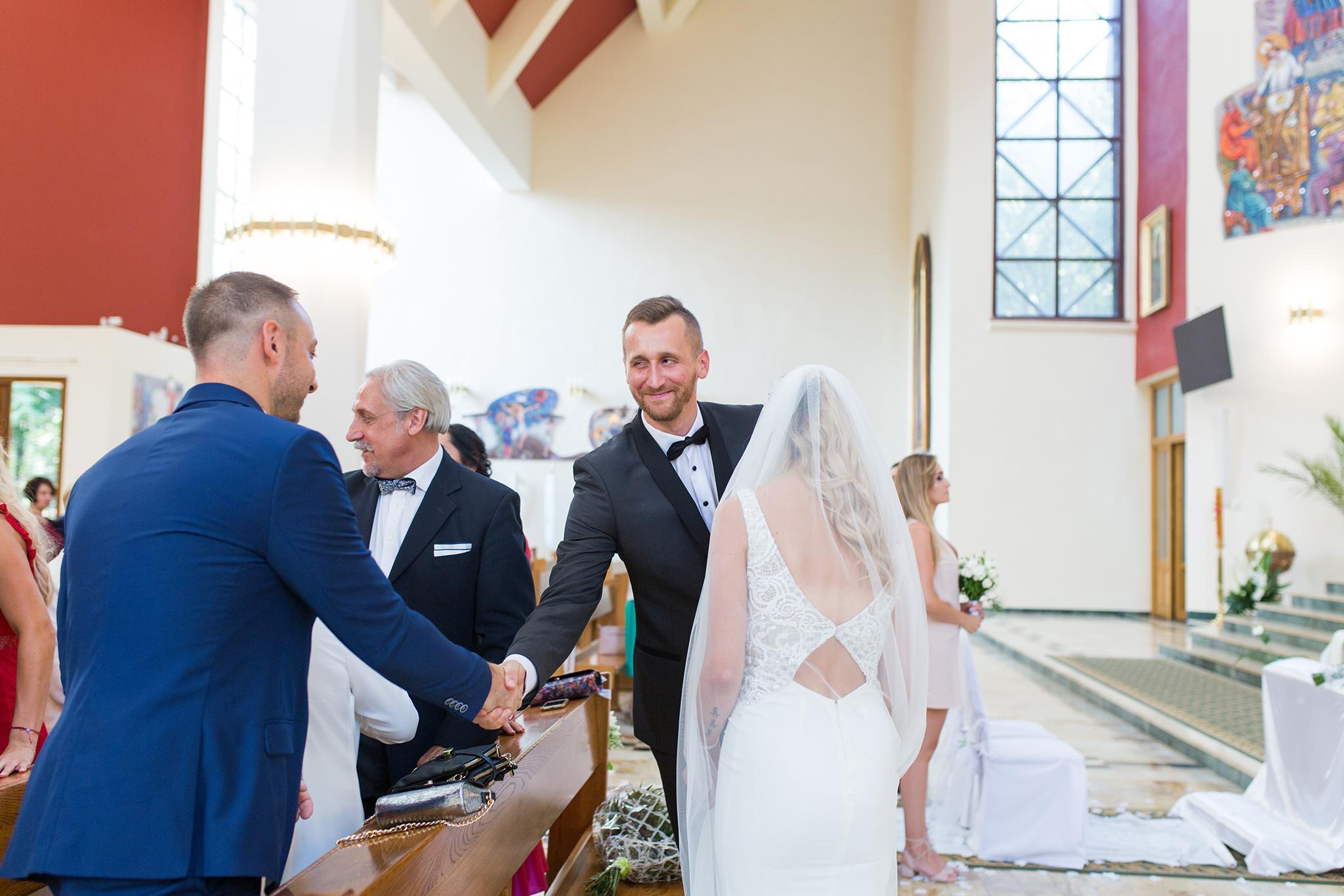 Ślub Kingi i Artura odbył się w Krakowie. Ślub i wesele Pary Młodej było w nowoczesnym, klasycznym stylu.