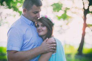 Fotografia we dwoje, zakochanych par, to uczucie uwiecznione na zdjęciu. Zapraszam na piękne zdjęcia narzeczeńskie, magiczne sesje zdjęciowe par i ślubne.