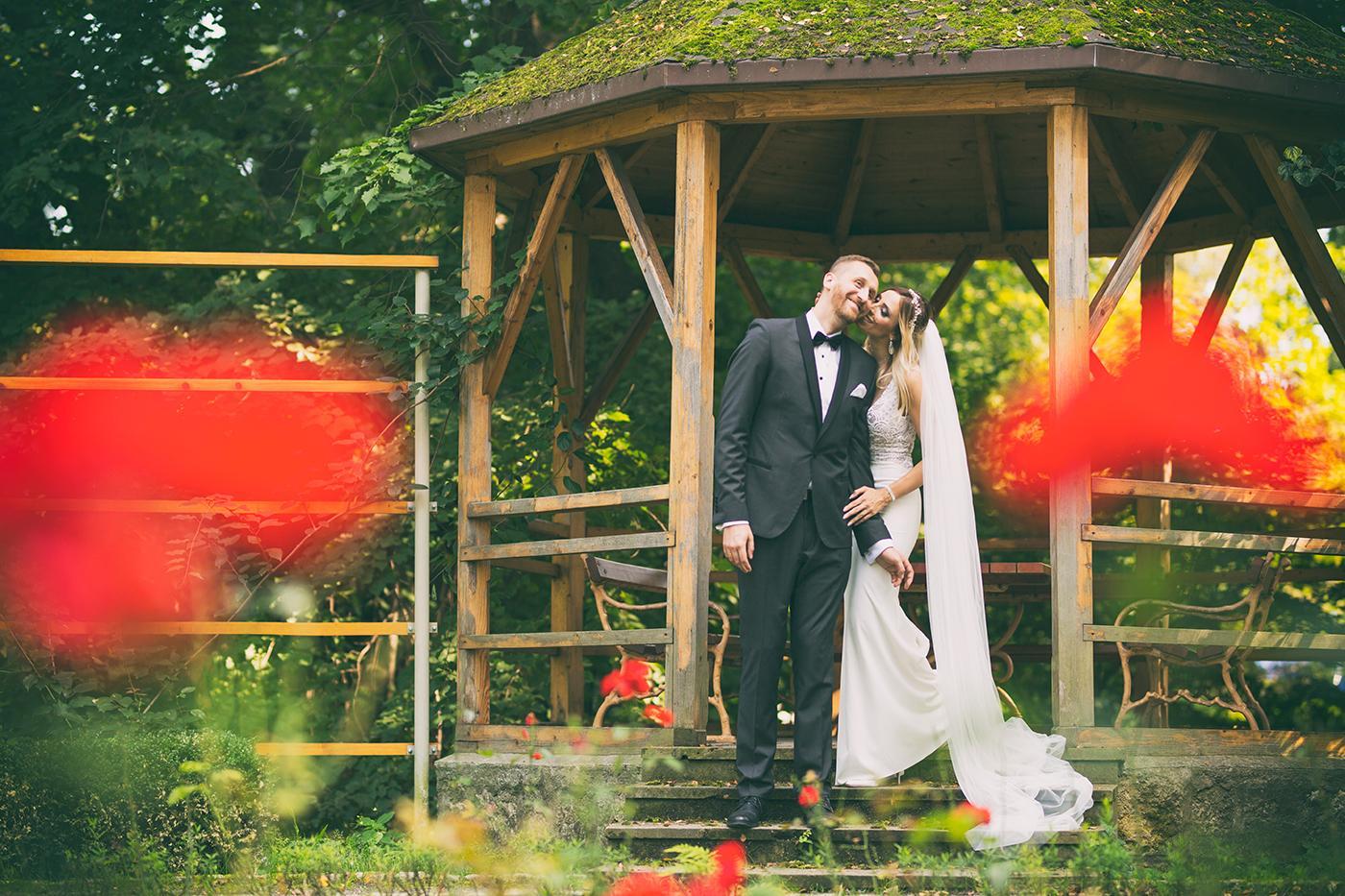 Straszny upał towarzyszył nam w trakcie sesji ślubnej, dlatego każdy chciał jak najszybciej wrócić do domku, aby się ochłodzić. Sesja szybka, ale myślę, iż bardzo udana.