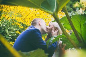Jeśli lubicie kwiaty, to na pewno jest to odpowiednie dla Was miejsce na sesje ślubną. Sesja ślubna Gabrysi i Łukasza odbyła się w ogrodzie botanicznym znajdującym się w Krakowie.